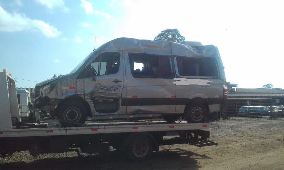 """""""Nascemos de novo"""", diz passageiro de van que saiu de pista na BR-282 em Descanso"""