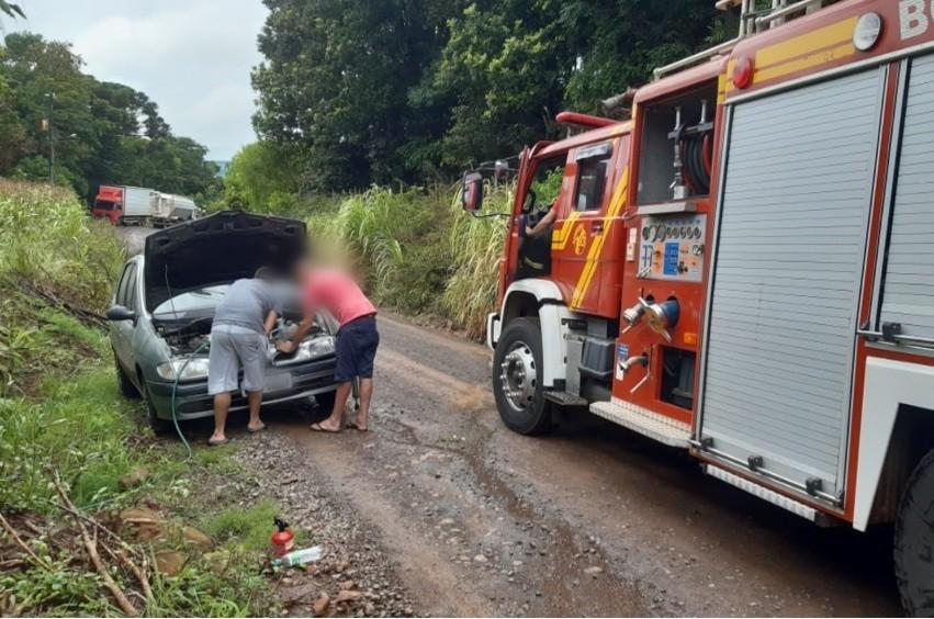 Motorista embriagado é preso ao dirigir veículo em chamas no interior de São Miguel do Oeste